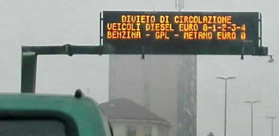Divieti circolazione cartellone strade smog-2